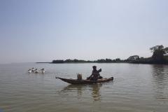 Fischer mit seinem Papyrusboot