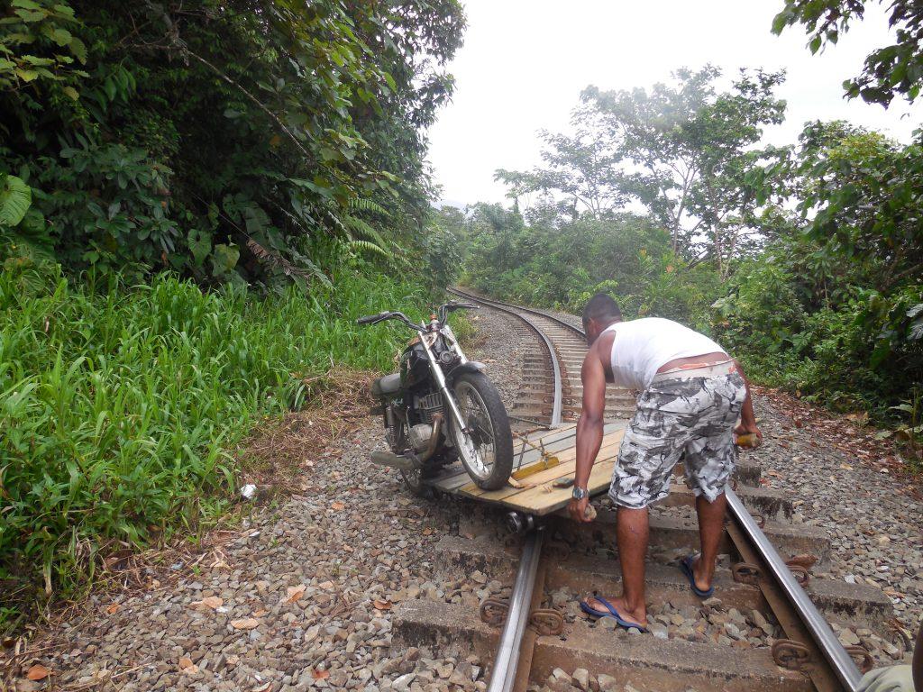 San Cipriano Kolumbien Reise Erfahrung Eisenbahnschienen
