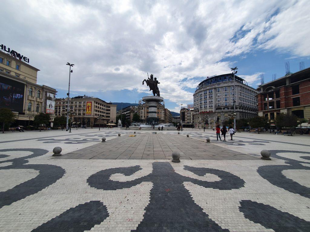 Mazedonien Platz mit Alexander-der-Große Statue Bauprojekt Skopje 2014 in Skopje Nordmazedonien Gebäude Statuen