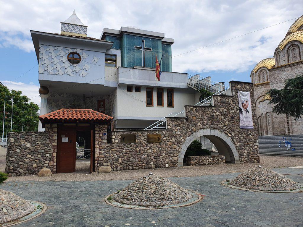 Mutter-Teresa-Gedenkhaus in Skopje Nordmazedonien Sehenswürdigkeiten interessante Fakten über Nordmazedonien
