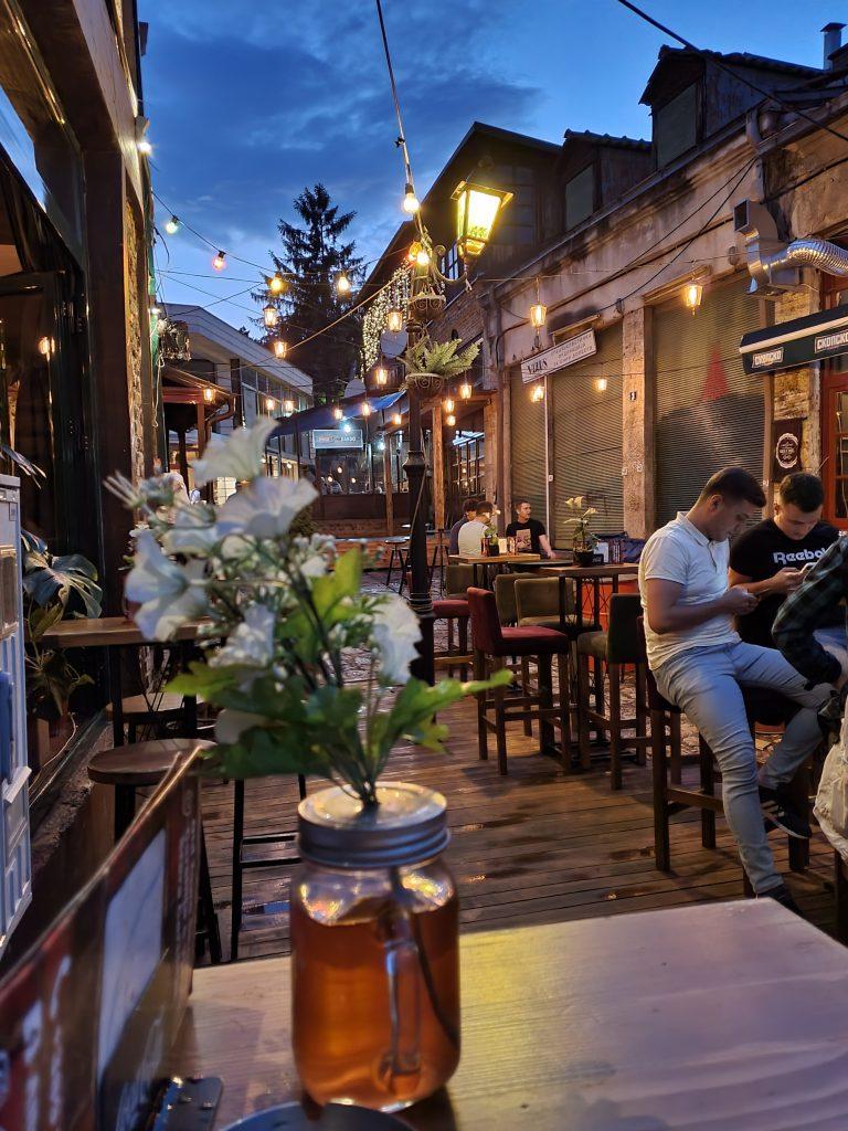 Ausgehen und Nightlife in Skopje Sehenswürdigkeiten in Skopje Nordmazedonien Reise Urlaub