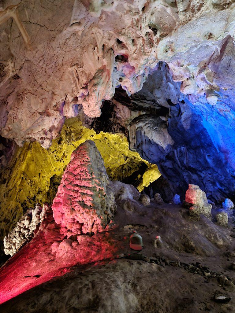 Vrelo-Höhle im Matka-Canyon Nordmazedonien Sehenswürdigkeiten interessante Fakten über Nordmazedonien
